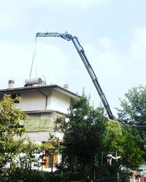 Rimini gru noleggio camion gru per sollevamento boiler e pannelli fotovoltaici a Cesena