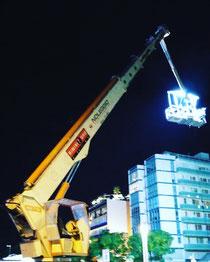 Rimini gru noleggio piattaforma aerea 46 metri per supporto a riprese cinematografiche a Riccione zona Viale Ceccarini