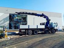 Rimini gru noleggio camion con gru 32 metri per montaggio vetri presso nuova struttura produttiva a Santarcangelo provincia di Rimini
