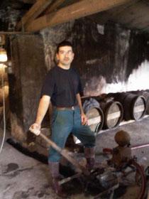 Dans l'ancien chai. 2004
