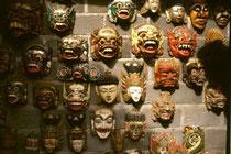 Mascaras en Singapadu