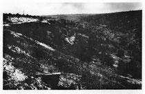 Die Ravin de la Mort in den 30-er Jahren - oben links der Turm des Beinhauses