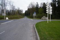 Rechts der Löwe von Souville - links Gedenkstein der Kapelle St. Fine