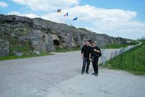 Jens W. und Arne B. Vor dem Fort Douaumont