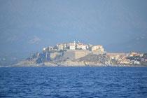 La citadelle de Calvi, vue de la mer