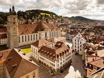 St. Gallens Altstadt gehört zum Weltkulturerbe - das Stift mit seiner berühmten Bibliothek ist längst zur Touristenattraktion geworden. Foto: St. Gallen-Bodensee Tourismus/Damian Imhof