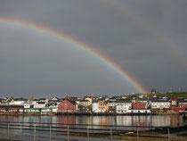 Unterm Regenbogen: Vardø ist die älteste und östlichste Siedlung Norwegens. Foto: Kathrin Dorscheid