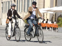 Radeln mit Helm ist in Deutschland kein Muss - mit Helm ist der Kopf bei einem Sturz oder Unfall aber besser geschützt. Foto: www.flyer.de/pd-f