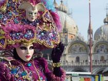 Immer schön bunt: Karnveal in Venedig. (Aufnahme vom 18.02.2012). Foto: Andrea Merola