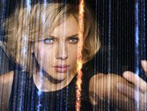 Scarlett Johansson als Lucy in einer Szene von Luc Bessons Film. Foto: Universal