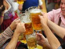 Teurer Spaß: Eine Maß kostet in diesem Jahr je nach Brauerei und Festzelt zwischen 9,40 Euro und 9,85 Euro. Foto: Tobias Hase