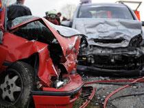 Nach einem Unfall sollte ein unabhängiger Sachverständiger eingeschaltet werden. Sein Gutachten dient der Schadensfeststellung. Foto: Patrick Seeger