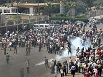 Die Polizei räumte in Kairo die beiden Protestlager von Anhängern des gestürzten Präsidenten Mohammed Mursi. In mehreren Provinzen kam es daraufhin zu gewalttätigen Übergriffen radikaler Islamisten. Foto: Khaled Elfiqi