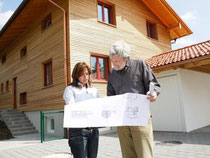 Ein Gutachter kann helfen, etwaige Mängel zu finden, bevor der Kaufvertrag unterschrieben wird. Foto: Verband Privater Bauherren