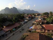 Das Dschungelstädtchen Vang Vieng im Norden von Laos galt jahrelang als Asiens Backpacker-Partyhochburg. Nach tödlichen Exzessen ist nun Schluss mit der Extrem-Party. Foto: Manuel Meyer