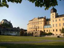 Zwei von dreien: das Obere (links) und Untere Schloss von Greiz. Foto: Matthias Wenten