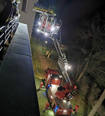 Freitagabend übten die Blauröcke die Höhenrettung von Personen am Diakoniekrankenhaus.