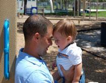 Crece la tendencia de hombres solteros que quieren convertirse en padres. Adopción y alquiler de vientres, dos posibilidades antes de una compleja y profunda decisión