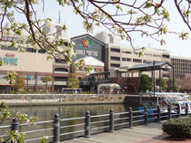 KSVBが入居する横浜ワールドポーターズ