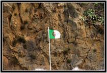 drapeau à la frontière algérienne saïdia maroc