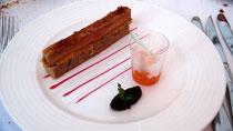 Gâteau de foie gras de canard mi-cuit, marmelade d'abricot, vinaigre de framboise