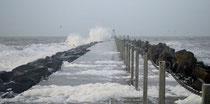 Die Mole bei Südwest - in Lee warten saubere Wellen