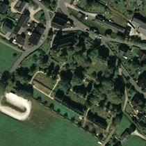Luftaufnahme vom Friedhof in Bockau
