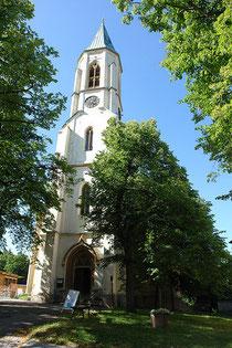 Blick auf dem Eingang der Kirche in Oberwiesenthal