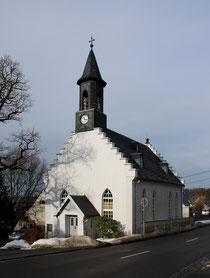 Blick auf die Kirche in Oberpfannenstie