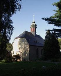 Blick auf die Kirche und Friedhof in Kleinrückerswalde