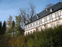 Blick auf das Pfarrhaus in Raschau