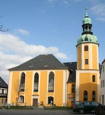 Blick auf die Kirche in Wolkenstein