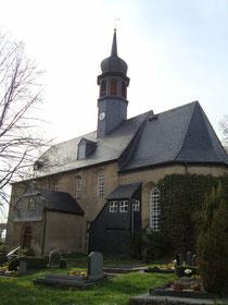 Blick auf die Kirche und dem Friedhof in Markersbach