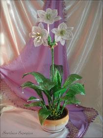 Амазонская лилия из бисера