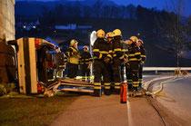 Verkehrsunfall mit eingeklemmten Personen