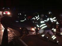 Die Feuerwehr bei der Fahrzeugbergung