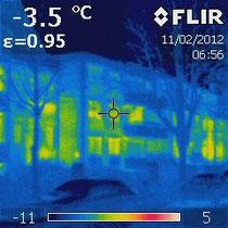 Wärmebildaufnahme einer ungedämmten Wohnanlage in Bremen (Foto: Dipl.-Ing. Ralf Otten)