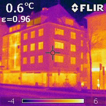 Wärmebild eines gedämmten Wohnhauses