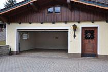 Garage und versperrbarer Abstellraum
