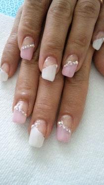 ピンク白の斜めフレンチ