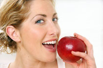 Nach der Zahnreinigung genießen Sie ein völlig neues Frischegefühl im Mund. Ihre Zähne fühlen sich wieder glatt an und strahlen in neuem Glanz. Und Sie sehen, dass Ihr Zahnfleisch straff und gesund is