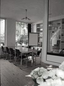 Seminarraum für Coaching. Bild zeigt einen schönen Seminarraum im Hamburger Schanzenviertel.