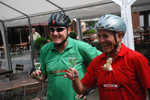 Peter Hanel und Eberhard Spieth, zusammen mit Fetz bei der Verabschiedung