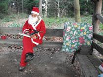 Weihnachtsmann mit goldenen Buch
