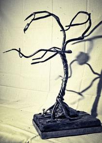 """Skulptur """"Baum"""" aus der Skulpturenreihe """"Halt""""."""