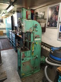 Unsere Schnelltaktpresse in der Telchinen - Schmiede mit 6 Tonnen Druckkraft.