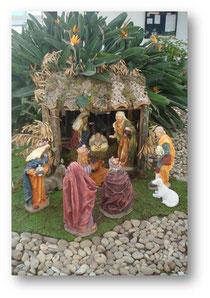 Em 2011, a escola adquiriu um presépio que ficou exposto no pátio da escola durante o período do Advento. Na véspera  de Natal, passou a enfeitar a nossa igreja.