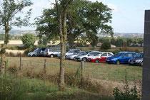 le parking se remplit d'éleveurs
