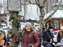 クリスマスの飾りでにぎわうレーベンワースの街で