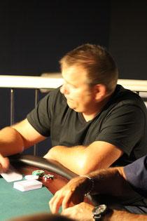 """Yoshine (Jerome LABATTUT) ramasse les tilts de certains joueurs de """"Loto""""!"""